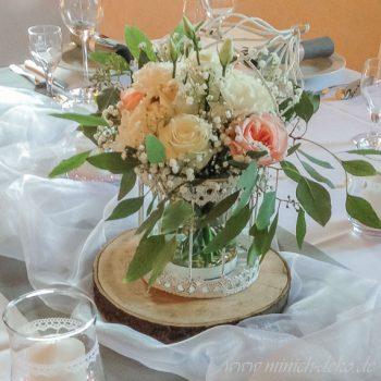 Vintage Hochzeit, Holzscheibe, Tischdeko Vogelkäfig mit Blumen