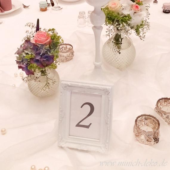 vintage Hochzeitsdeko Bilderrahmen/Tischnummernhalter weiss-antik - Vermietung