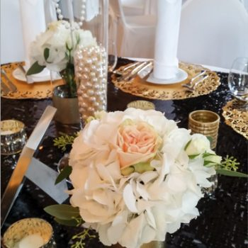 Blumendeko Hochzeit, Hortensien Rosen und Eukalyptus Kombination