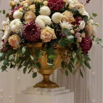 Blumengesteck Amphore goldfarben, Raumdeko Hochzeit