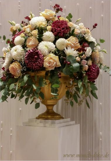 Blumengesteck Amphore goldfarben