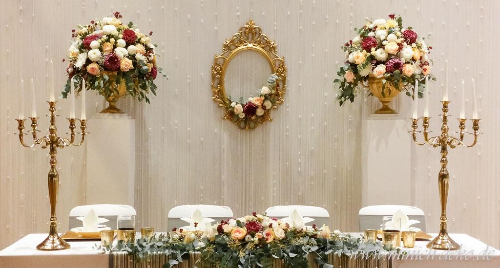 Brautpaartisch-Deko mit Brauttisch-Hintergrund