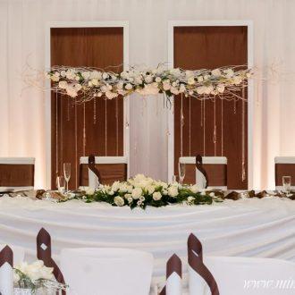 Brauttischdeko mit Hintergrund, Farbkonzept: braun, Dekoservice, Verleihservice