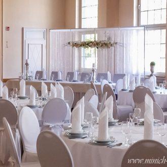 Brauttisch-Hintergrund mit Perlen Fadenvorhang