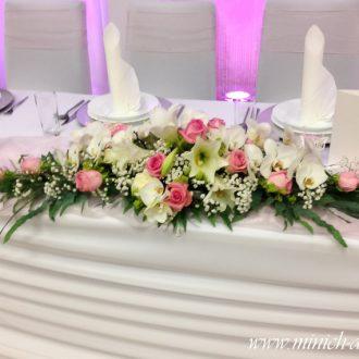 Brauttischgesteck flach länglich mit Rosen, Lilien und Orchideen