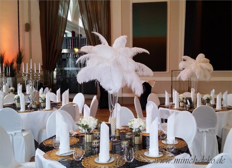 Hochzeitsdeko mit Federn im Gatsby-Stil