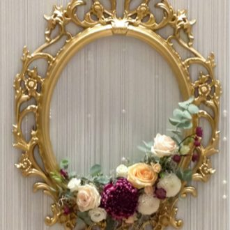 Ornamentrahmen gold mit Blumen Brauttischhintergrund, Vintage Hochzeit