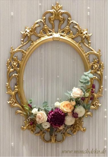 Ornamentrahmen-Gold mit Blumen Brauttischhintergrund