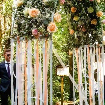 Rosenbogen für Freie-Trauung mieten, Deko Service für Hochzeit