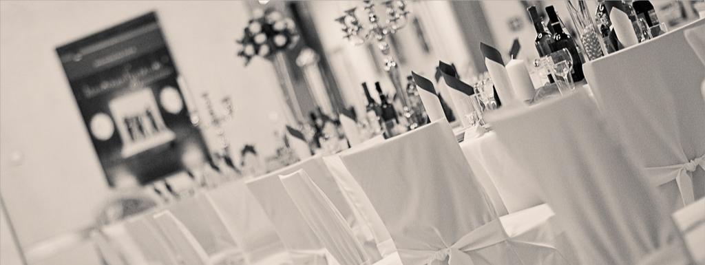 Hochzeitsdeko, Brautpaar Tischdeko, Stuhlhussen-verleih, Kerzenständer-verleih