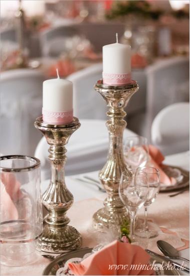 Tischdeko mit bauernsilbernen Ständer. Vintage Stil