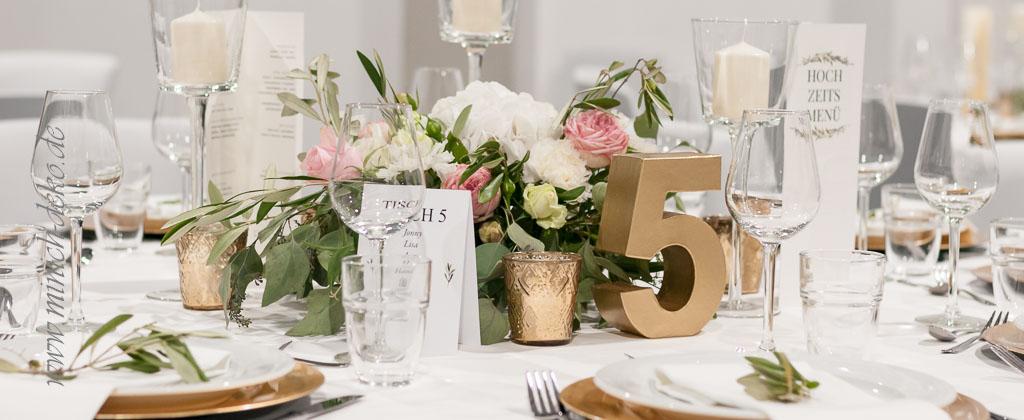 Tischdekoration für Hochzeit im Vintage Stil, Tischnummern in gold, Vermietung