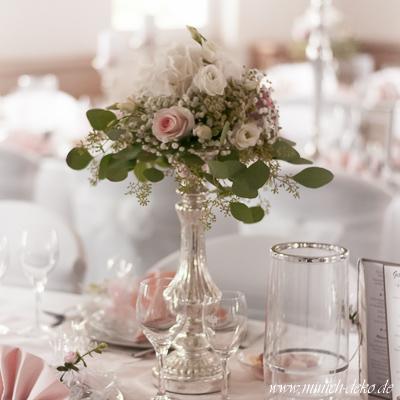 Vintage Floristik, Tischdeko mit vintage Blumenständer, vintage Hochzeitsdeko Verleih